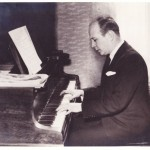 Hendrik Endt playing Piano